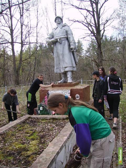 Немецкие школьники приехали на Тамбовщину ухаживать за могилами