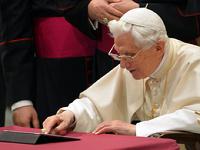 Папа римский написал первый твит, в котором он всех благословил