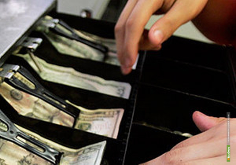В Тамбове продавец украл из магазина почти 100 тысяч рублей