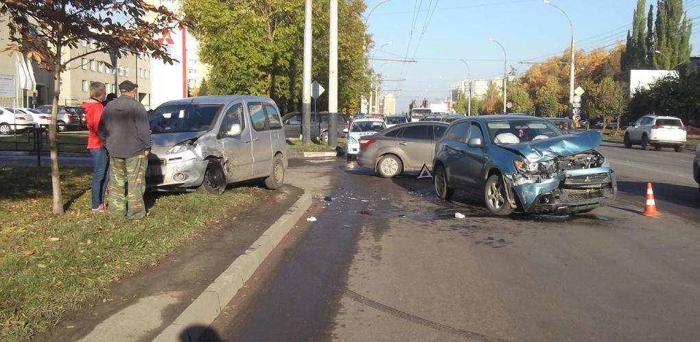 На севере Тамбова столкнулись два авто