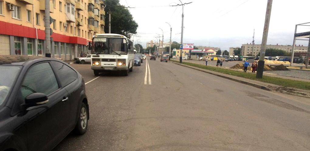 Из-за резкого торможения автобуса пострадала девушка