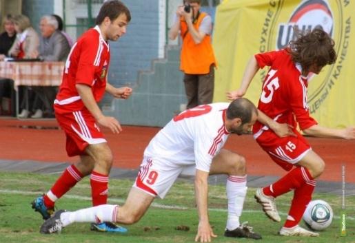Тамбовские футболисты уступили ближайшим преследователям