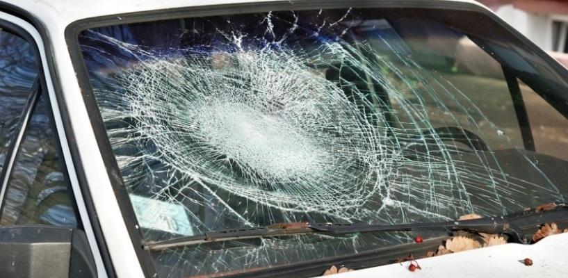 Сделали из-за ревности: два жителя региона испортили авто своих соперников