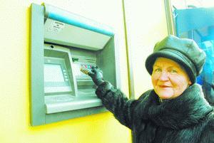 Тамбовчане будут получать пенсии на банковские карты