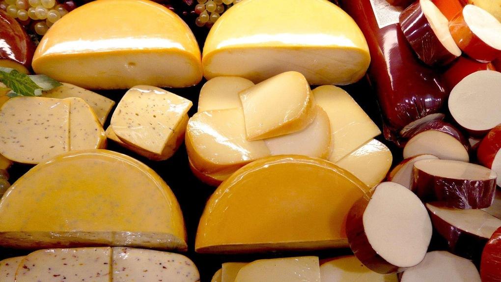 Сырный беспредел: какие торговые сети продолжают продавать фальсификат?