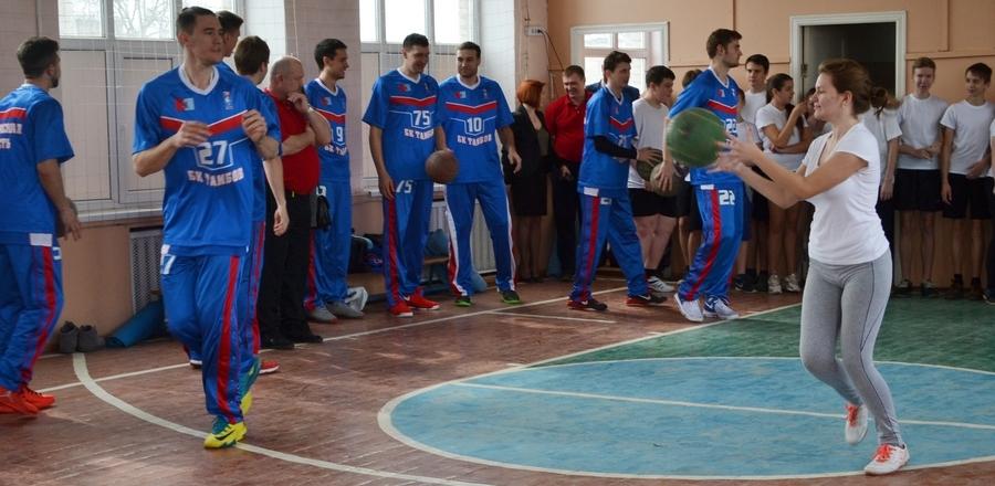 Баскетболисты провели мастер-класс для тамбовских старшеклассников