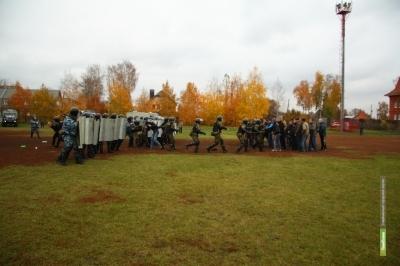 Тамбовские полицейские провели учения по предотвращению беспорядков на футбольном матче