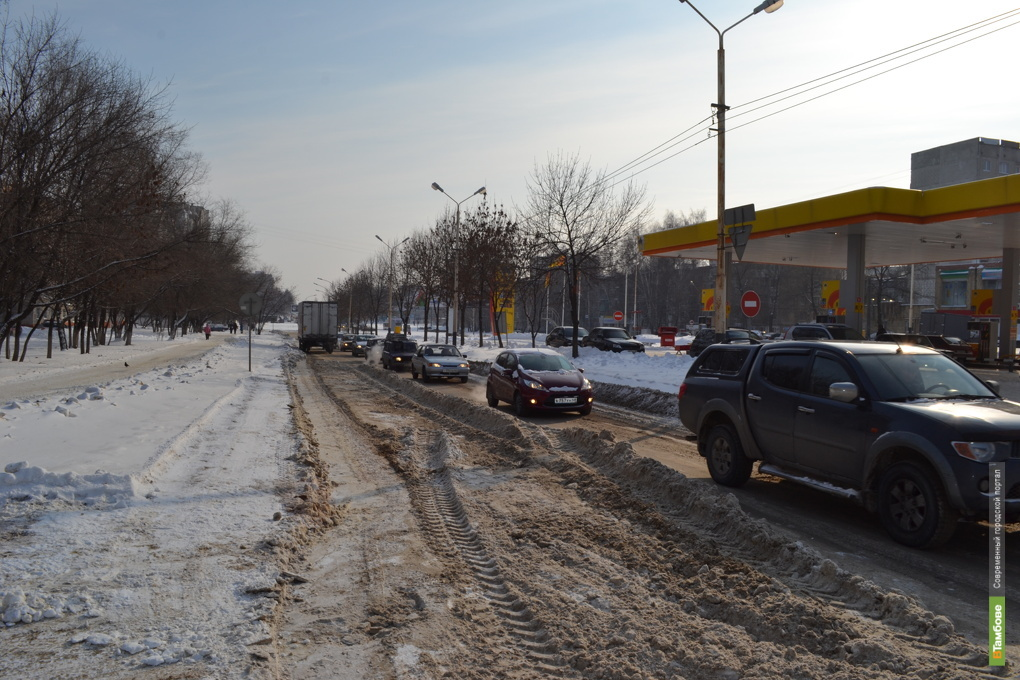 Улица Рылеева на полдня стала однополосной
