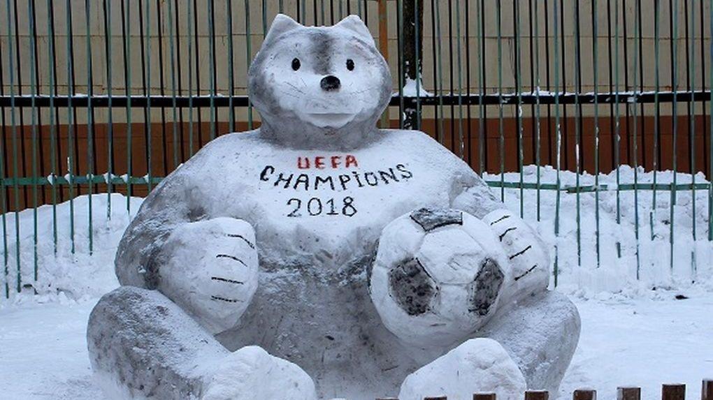На территории колонии в Кирсановском районе появился символ ЧМ по футболу-2018. Из снега