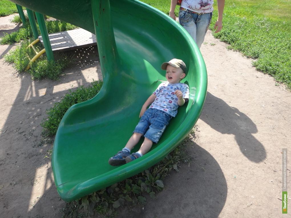 Детские площадки ВТамбове угрожают здоровью малышей