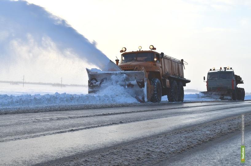 Тамбовская дорожная техника помогает утопающей в снегу Ростовской области