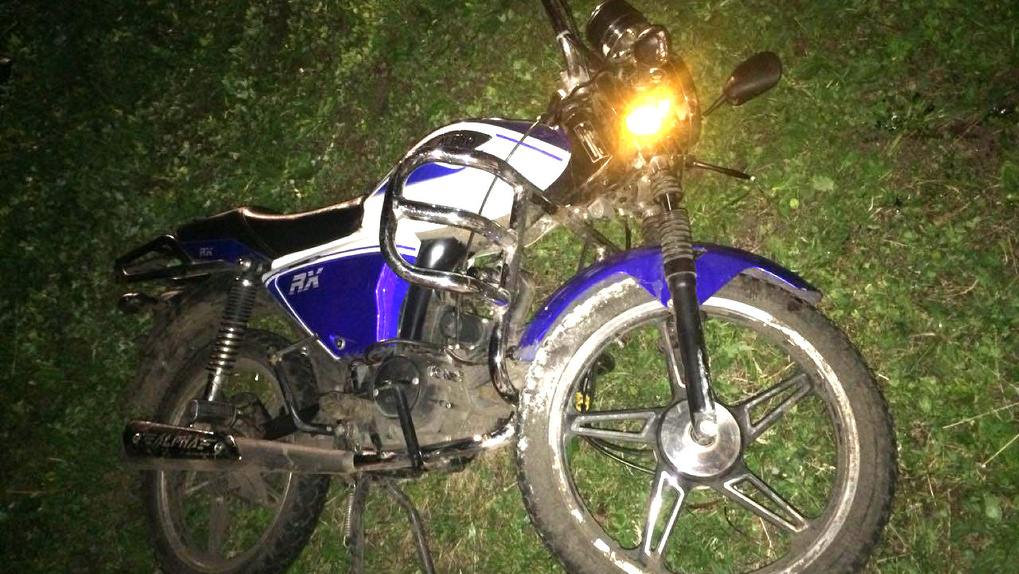 В Тамбовской области 15-летний водитель мопеда врезался в школу: пострадала пассажирка