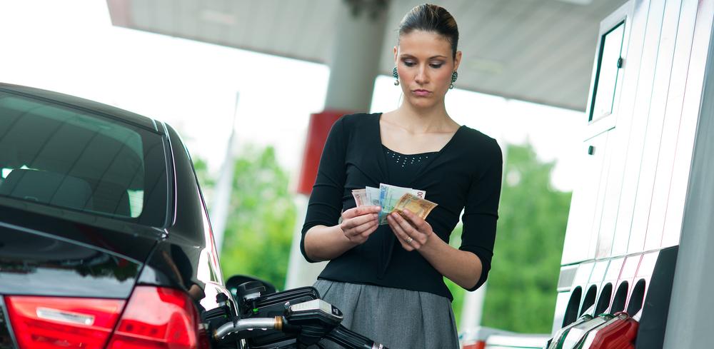 Власти страны заявили, что не позволят задирать цены на бензин
