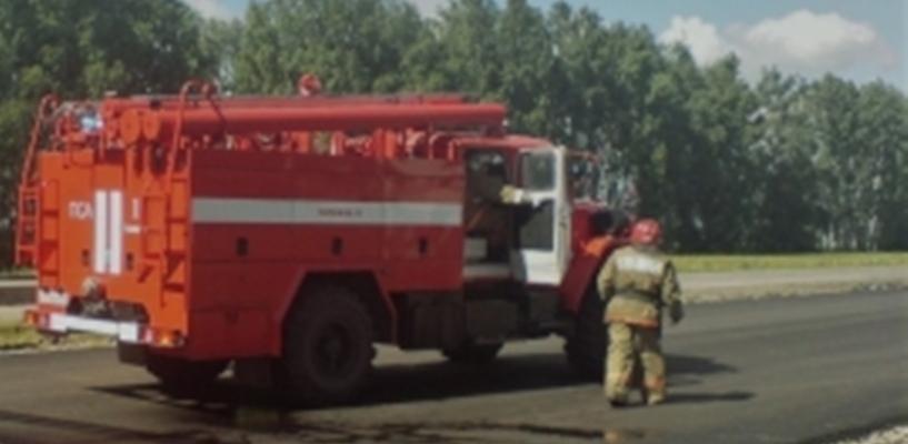 На трассе М6 полностью выгорел грузовик и прицеп с грузом