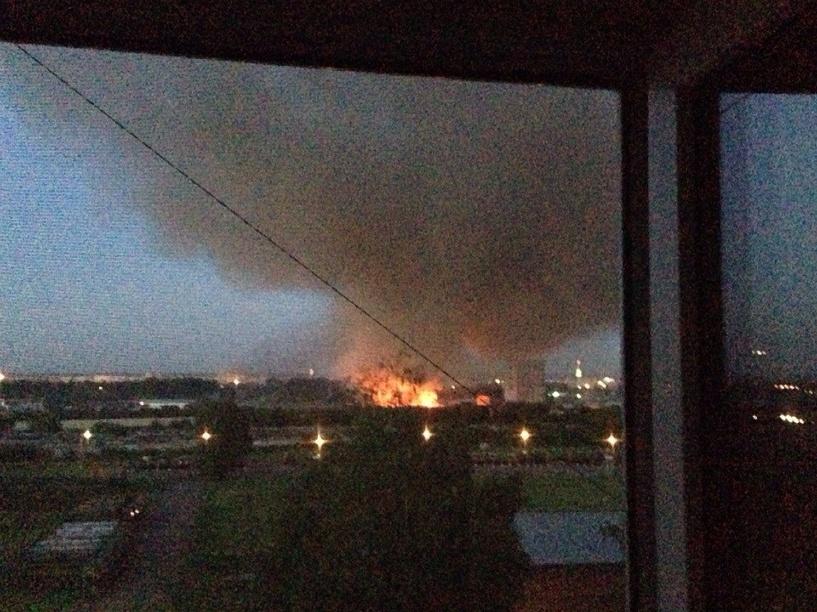 На западе Тамбова разбушевался сильный пожар
