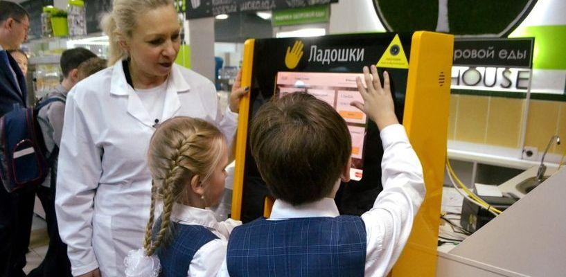 В школах Котовска, как и в «Сколково», дети смогут платить за обед с помощью ладони