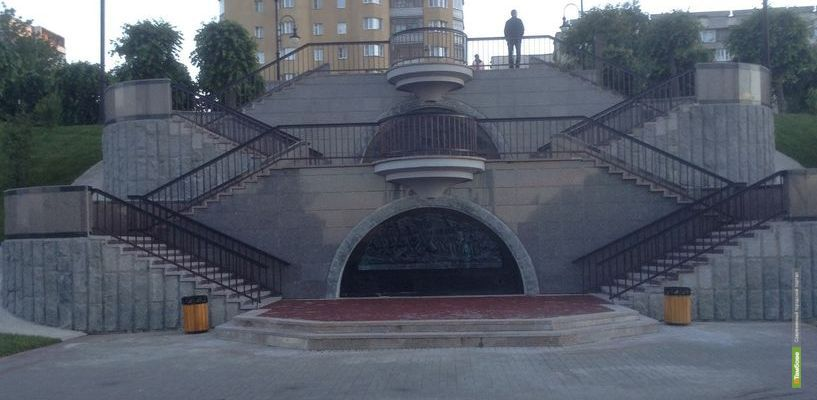 Деньги за ремонт Триумфального спуска вернут судебные приставы