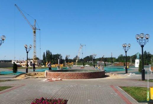 Во Французском сквере ремонтируют фонтан