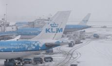 В Европе из-за снегопадов отменены сотни авиарейсов