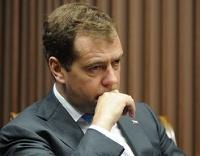 Медведев предложил штрафовать на полмиллиона за проезд на красный