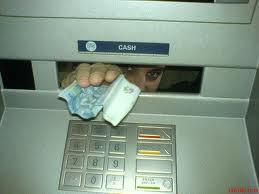 Тамбовчанка оставила свои деньги в банкомате