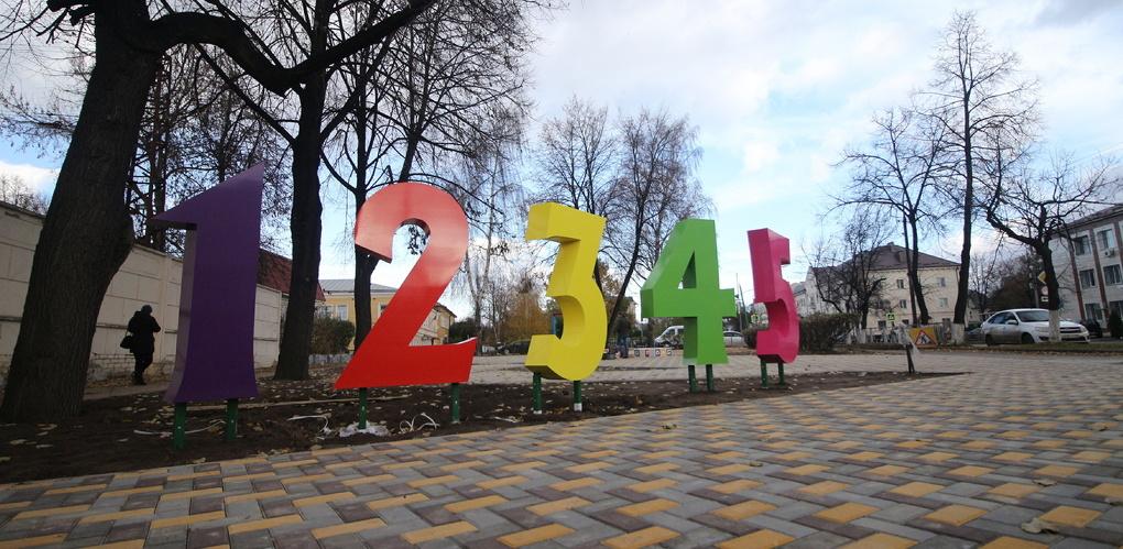 Арка из карандашей, объёмный кроссворд: в сквере Мичуринска появились новые арт-объекты