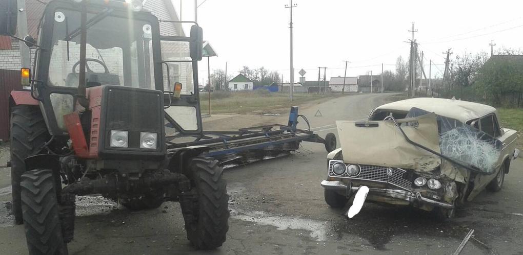 «Тройка» врезалась в трактор: четыре человека пострадали