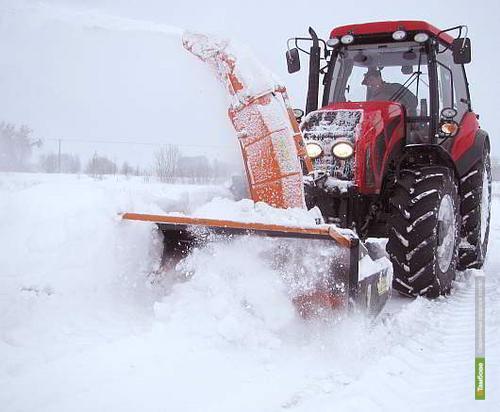 Тамбовская спецтехника борется с зимней непогодой в соседнем регионе