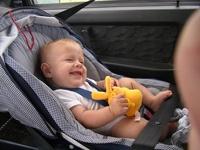 Таксисты могут лишиться прав за перевозку детей без автокресел