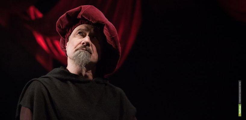 Искусный любовник и ловелас: драмтеатр поставил один из самых ярких спектаклей