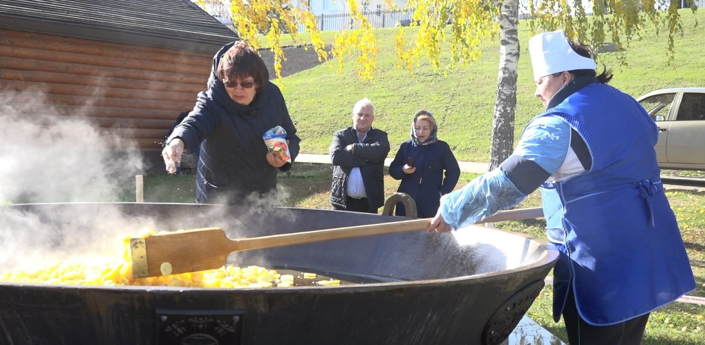 Пробная партия: на тульской сковороде пожарили 60 кг картофеля
