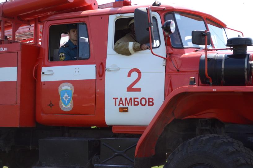 В Тамбове на Рассказовском шоссе загорелась дача