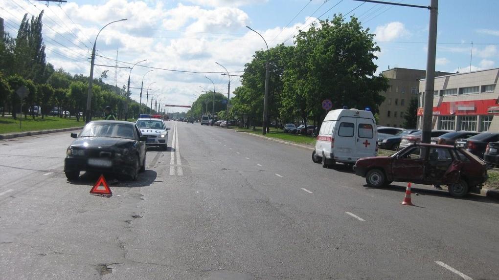 Авария на перекрёстке в Тамбове: есть пострадавший