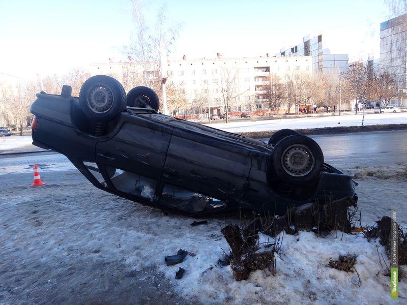 В Тамбове перевернулся автомобиль