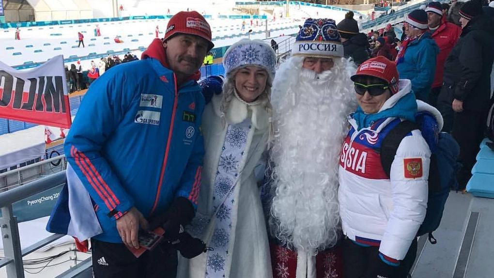 Сосновские Дед Мороз и Снегурочка поддерживают российских спортсменов на Олимпиаде