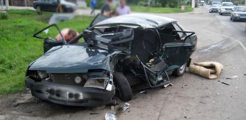 Под Тамбовом столкнулись два легковых автомобиля
