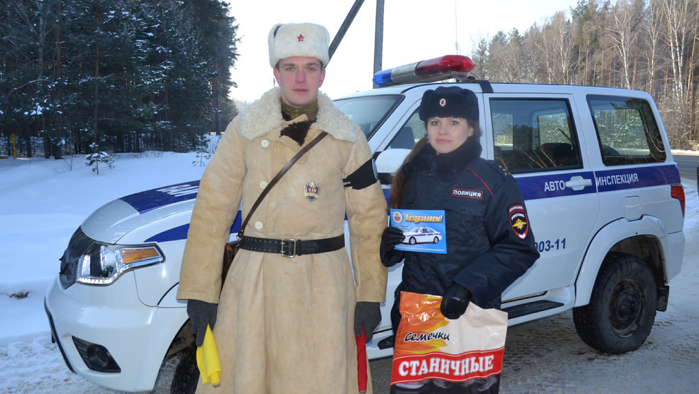 На улицы Тамбова вышли регулировщики в форме времен Великой Отечественной войны