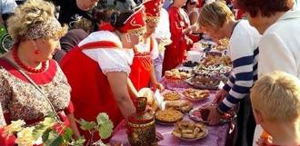 День рождения Вишнёвого сквера в Уварово: жители высадили «именные» деревья