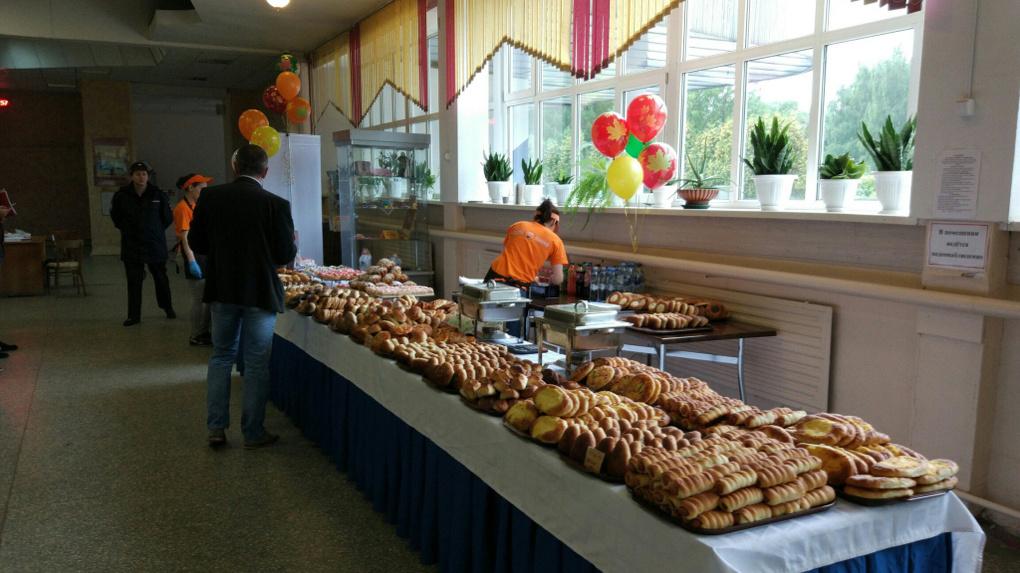 Как в день рождения: проголосовавших на выборах ждут еда и подарки