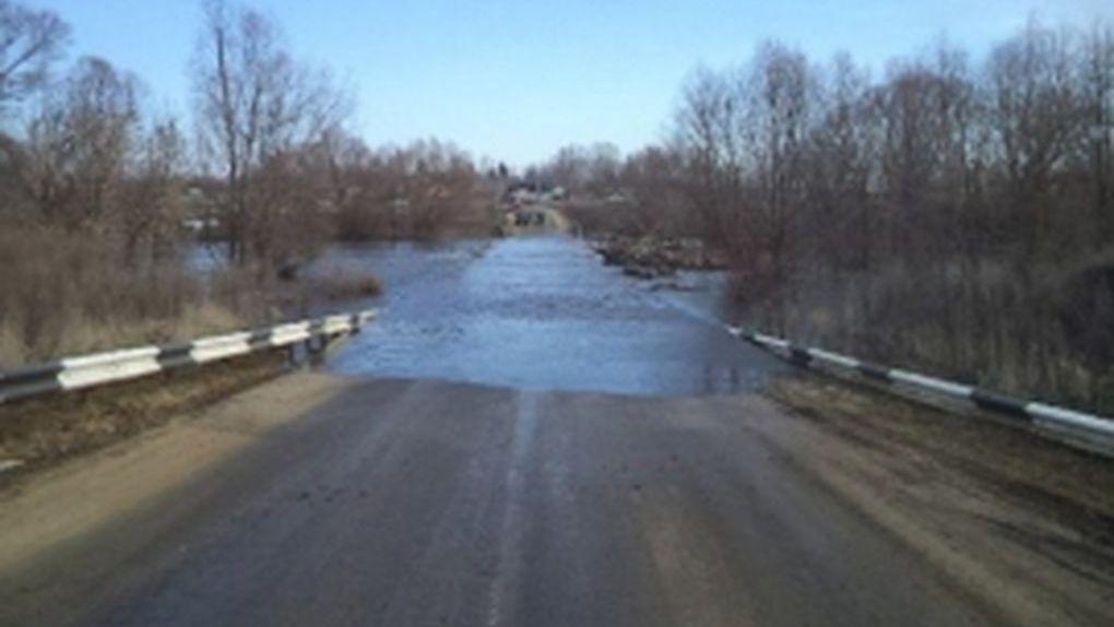 Из-за паводка затопило трассу Тамбов-Котовск. Дорога перекрыта