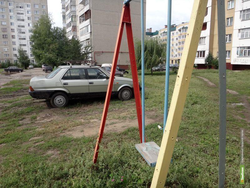 Тамбовчанам тесно на парковках во дворах