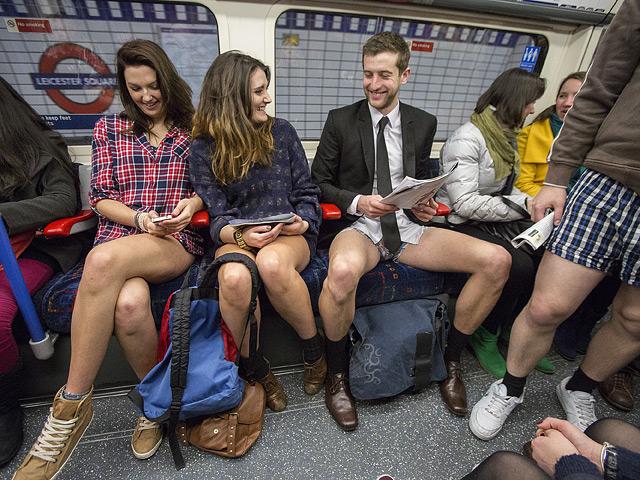 Сняли штаны: в 60 городах мира прошел «голый» флешмоб под землей