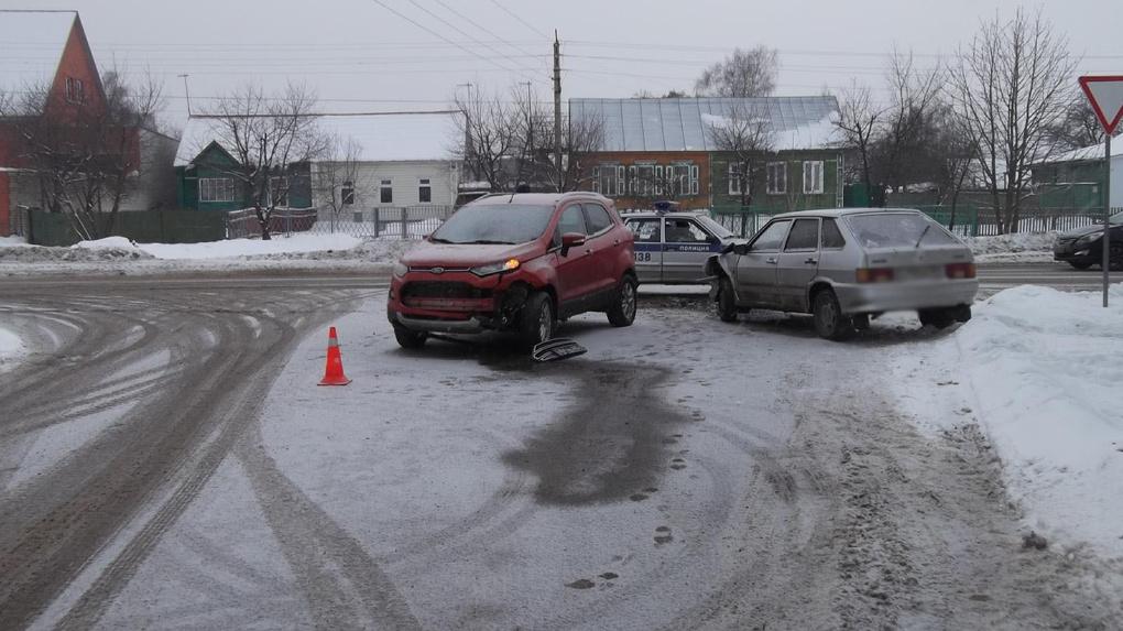 На Воронежской столкнулись два автомобиля: пострадал 4-летний мальчик