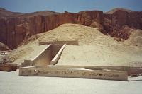 Археологи нашли в Египте гробницу неизвестного фараона