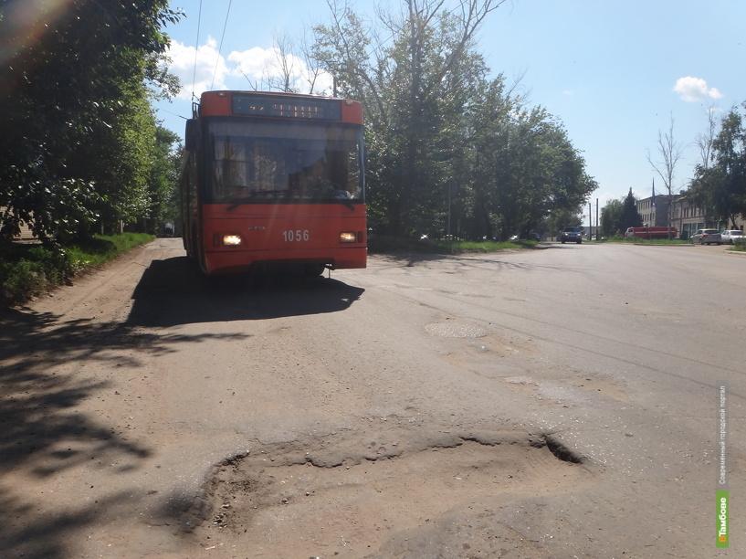 На улице Монтажников снова появились ямы