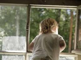 В Тамбове из окна 5-го этажа выпал трехлетний ребенок
