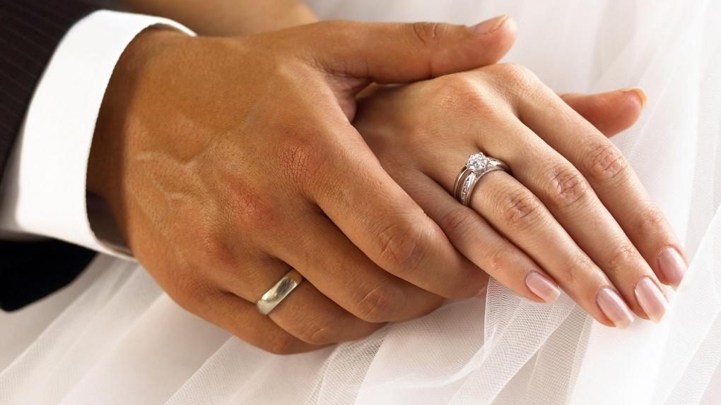 Назначить дату за год: в России изменят порядок подачи заявления на заключение брака