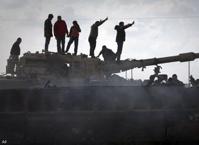 Повстанцы и войска Каддафи ведут бои на границе с Тунисом