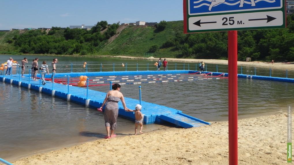 Установили 18-метровый понтон для малышей: Ласковский карьер готов к открытию пляжного сезона