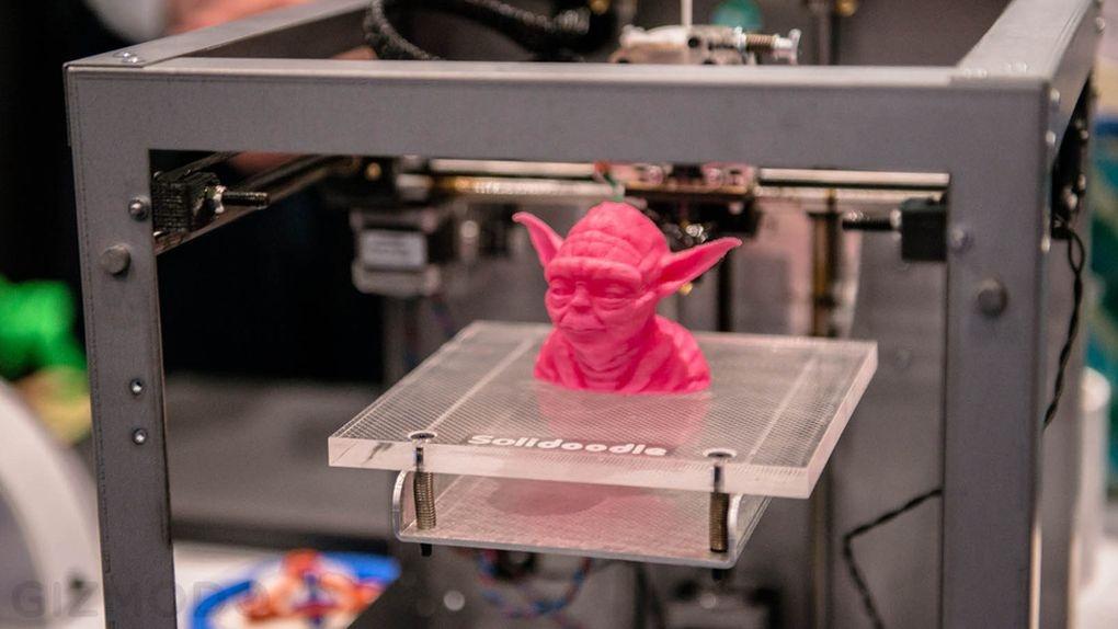 Ученики лицея №14 напечатали на 3D-принтере модель бронетранспортера